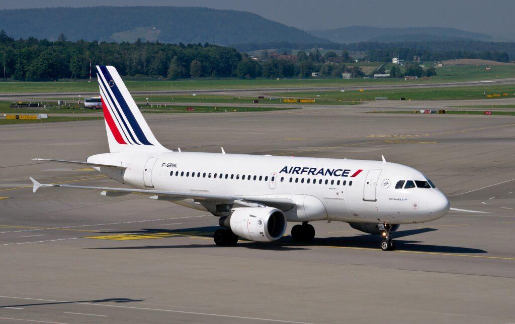 Air France: Bei Flugausfall bis zu 600 € sichern. Mit ReiseRecht.